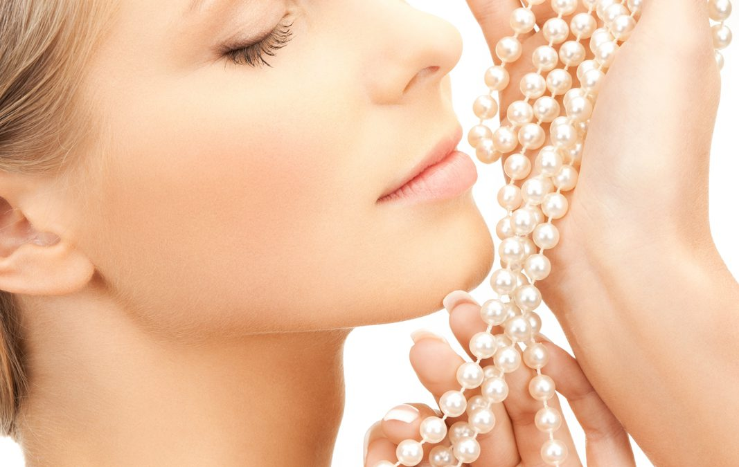 Bransoletki z perłami – must have na wiosnę